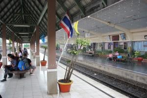 Bahnhof Lop Buri - ein kurzer Regenschauer