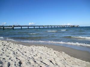 Blick vom Strand auf die Seebrücke Boltenhagen