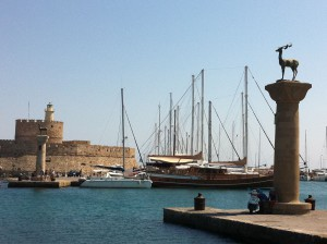 Elafos & Elafina Statuen auf Rhodos - Hirsch & Hirschkuh an der Hafeneinfahrt