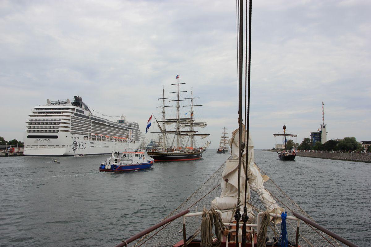 schiffe zur hanse sail in rostock