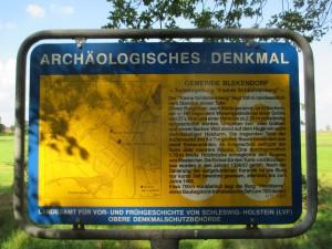 Informationstafel Turmhügelburg Kleiner Schlichtenberg in der Gemeinde Blekendorf in Schleswig-Holstein