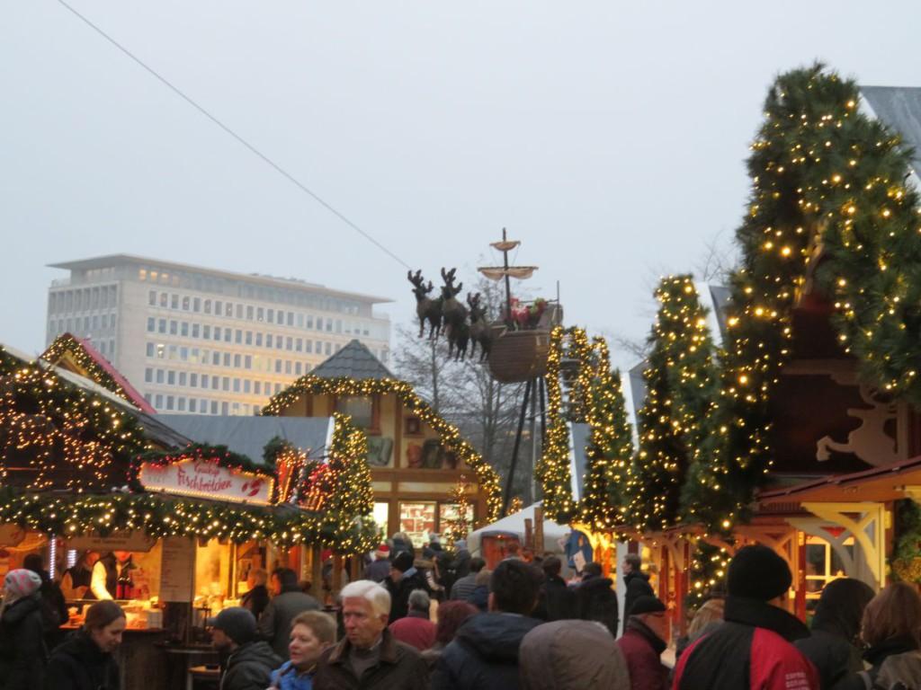 Kieler Weihnachtsdorf Luftschiff 2016