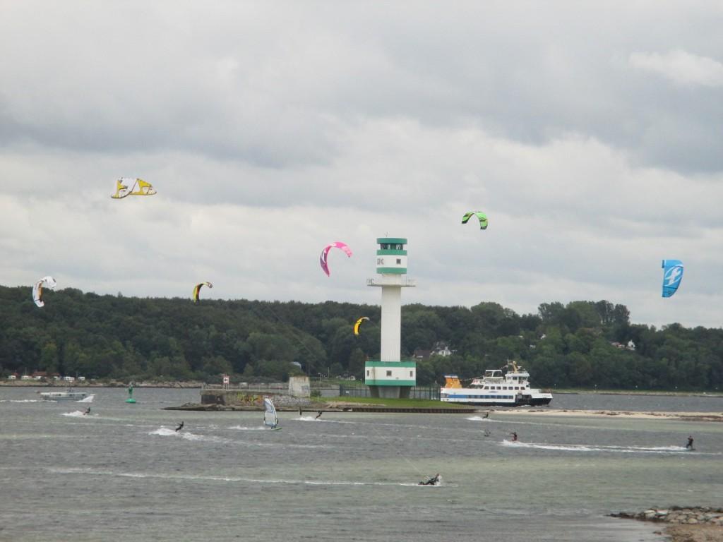 Kitesurfing am Friedrichsorter Leuchtturm in der Kieler Förde