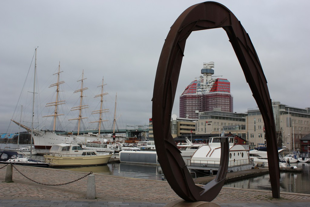 Lilla Bommen in Göteborg - Viermastbark Viking und Bürogebäude Skanskaskrapan