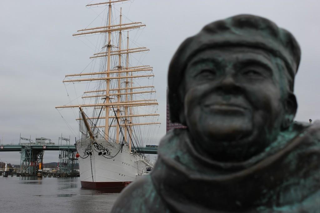 """Viermaster """"Viking"""" im Hafen Lilla Bommen in Göteborg"""