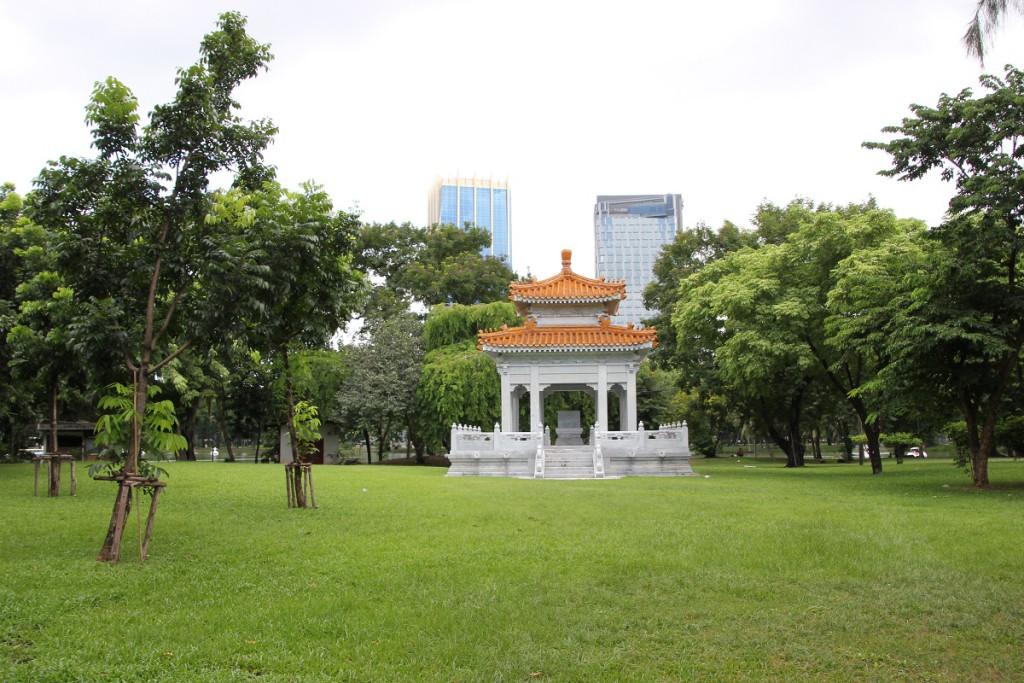 Kleiner Tempel im Lumphini-Park Bangkok