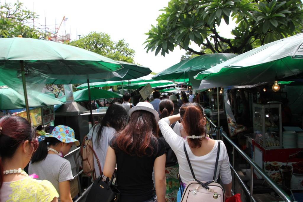 Markt zwischen dem Fluß Chao Phraya und Großer Palast in Bangkok