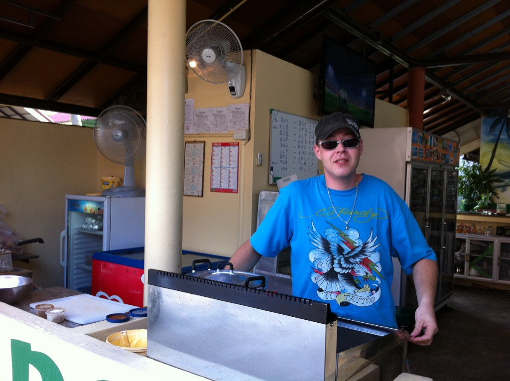 """Auswanderer Matthias Bück in der Bamboo Bar & Grill auf Koh Samui in Thailand, bekannt aus """"Goodbye Deutschland"""""""