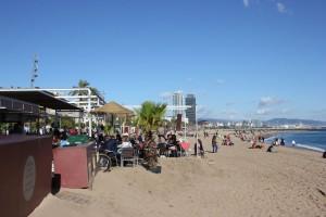 Moma Beach Bar in Barcelona am Strand von Barceloneta