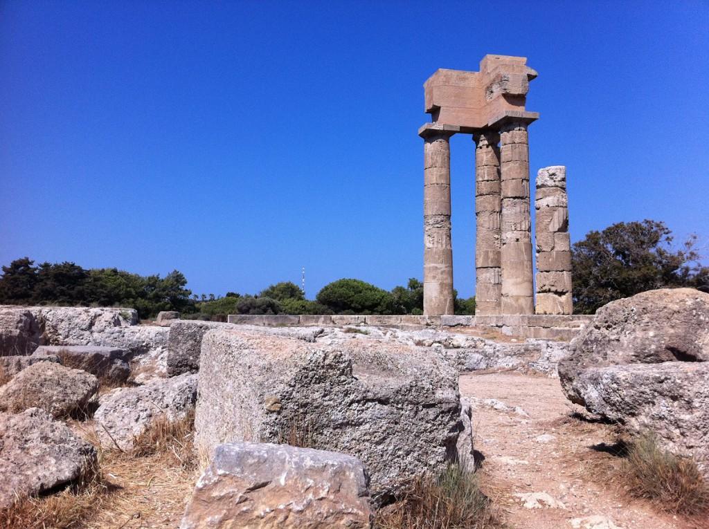 Überreste des Apollon-Tempels auf der Akropolis von Rhodos nahe Rhodos-Stadt