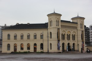Nobel-Friedenszentrum Oslo am Rathausplatz gegenüber dem Rathaus
