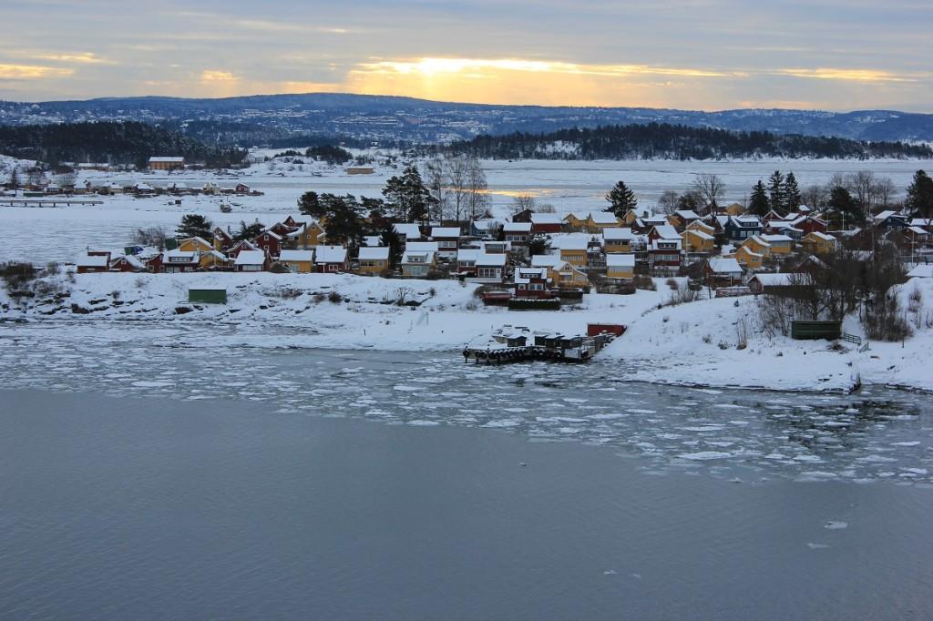 Oslofjord im Winter mit Sonnenaufgang