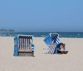 Relaxen im Strandkorb an der Ostsee