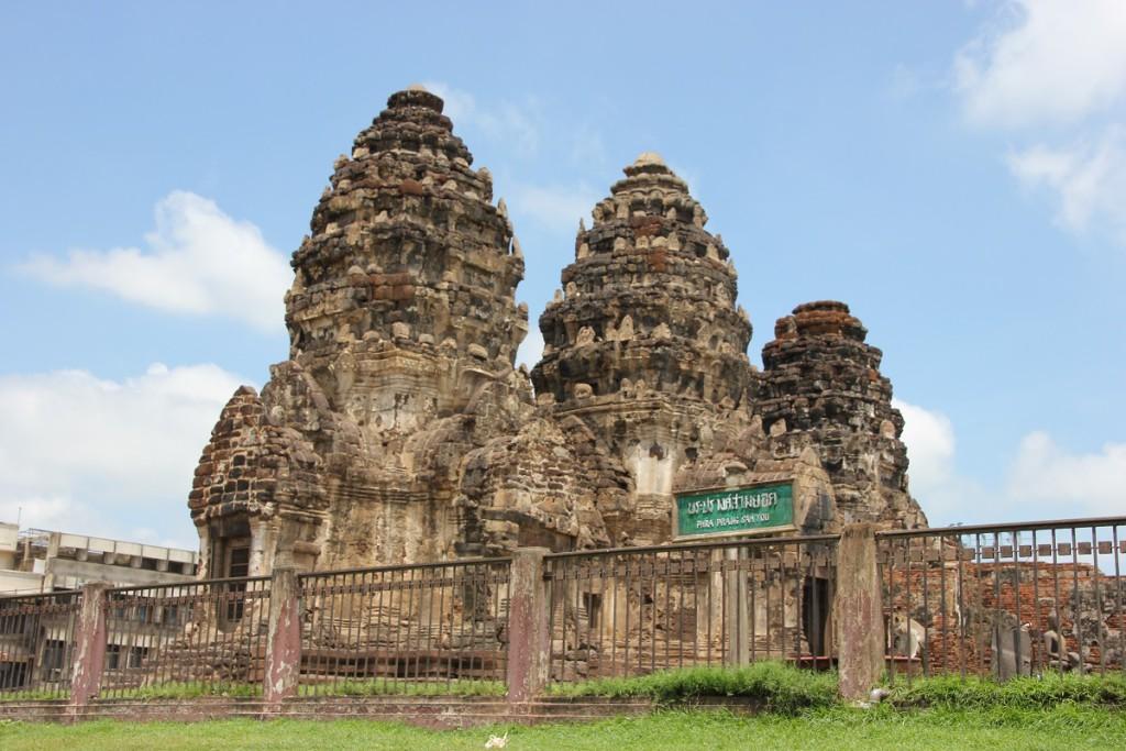 Touristenattraktion von Lop Buri: Phra Prang Sam Yot, oft auch als Affentempel bezeichnet