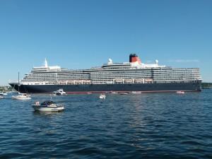 Kreuzfahrtschiff Queen Elizabeth in der Kieler Förde