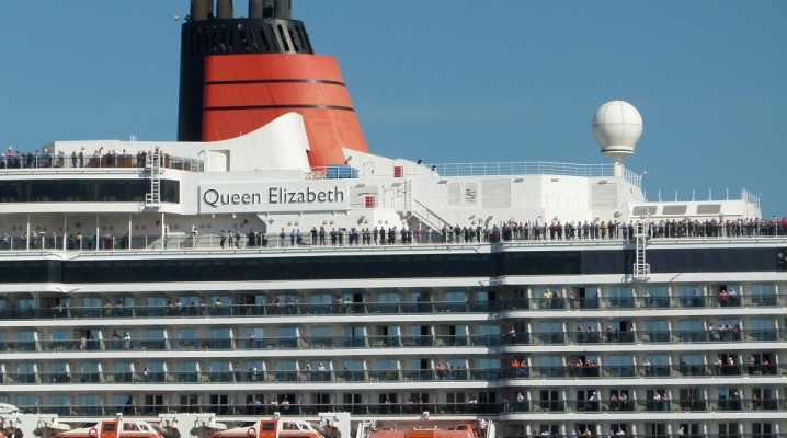 Kreuzfahrtschiff Queen Elizabeth in Kiel