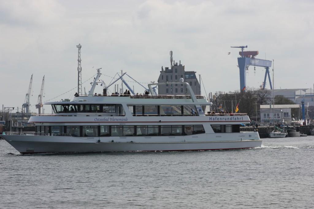 AUsflugsschiff Hafenrundfahrt Warnemünde
