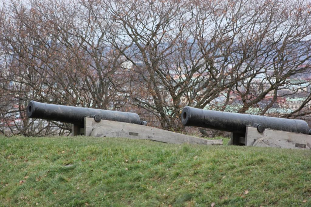 Kanonen der Festungsanlage Skansen Kronan auf dem Risasberget in Göteborg, Schweden