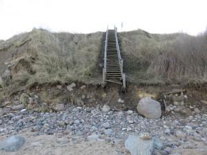 Steilküste Stohl Holztreppe nach Sturm Axel Anfang Januar 2017