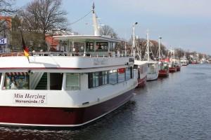 Ausflugsschiff Min Herzing Hafenrundfahrt Warnemünde im Hafe