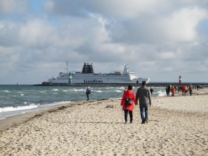 Warnemünde Strand Scandlines Fähre Rostock - Gedser (Dänemark)