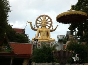 Big Buddha im Wat Phra Yai Tempel auf der thailändischen Insel Koh Samui