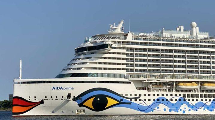 AIDAprima in Kiel