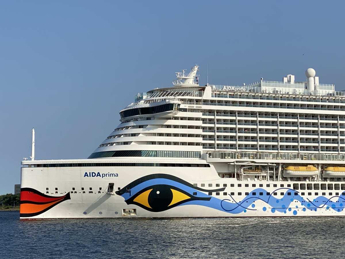Kreuzfahrtschiff AIDAprima in der Kieler Förde