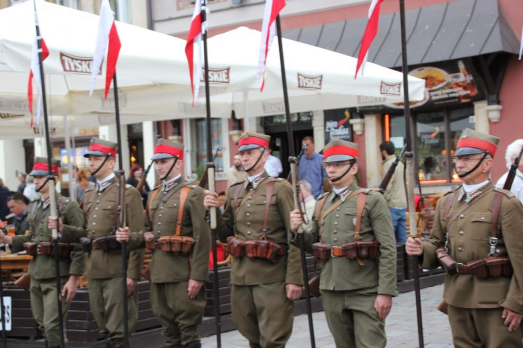 Soldatenparade auf dem Alten Markt in Posen