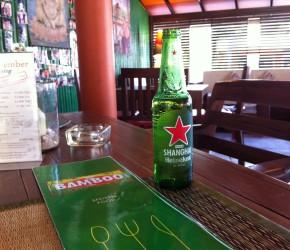 """In der Bamboo Bar & Grill von Auswanderer Matthias Bück auf Koh Samui in Thailand, bekannt aus """"Goodbye Deutschland"""""""