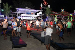 Vor der Ark Bar zur Black Moon Beach Party in Chaweng auf Koh Samui