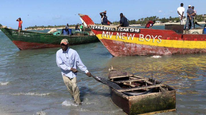Dar es Salaam Fischer am Mzizma Fischmarkt
