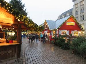 Kieler Weihnachtsdorf - Weihnachtsmarkt auf dem Rathausplatz Kiel