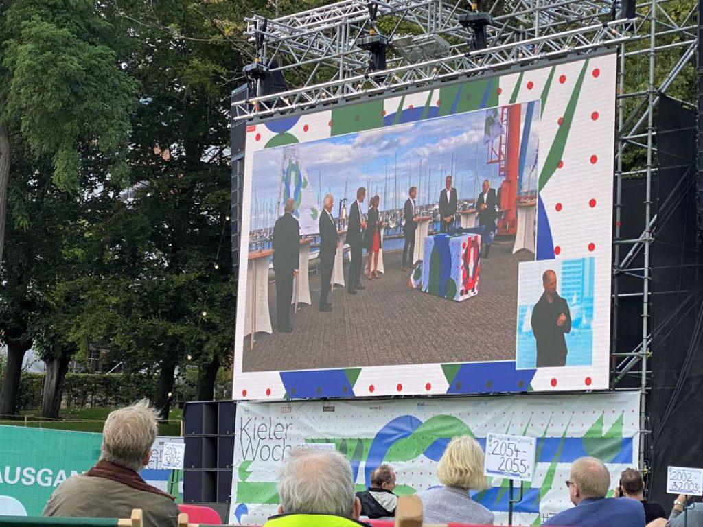 Kieler Woche 2020 Live-Übertragung aus Schilksee - Video-Leinwand im Schlossgarten