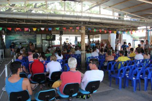 Warten auf das Boot von Koh Samui nach Koh Tao