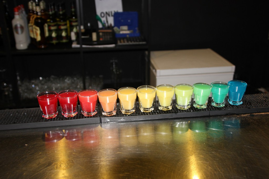 11 Kurze in Regenbogenfarben