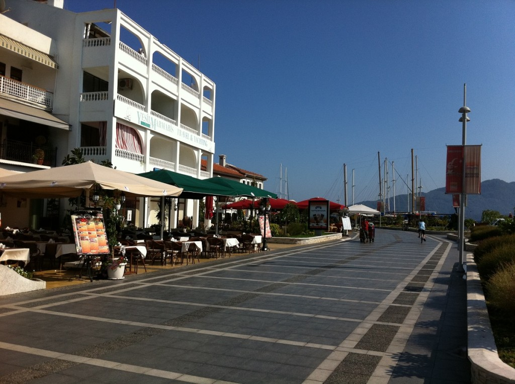 Promenade in Marmaris am Yachthafen