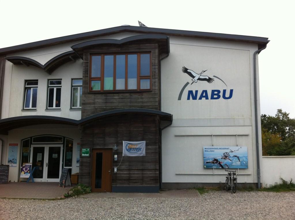 Hauptgebäude / Eingang NABU Wasservogelreservat Wallnau auf Fehmarn in Schleswig-Holstein