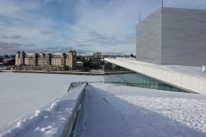 Opernhaus Oslo mit Blick auf den Hafenspeicher