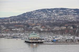 Yachtfahen Oslo mit Holmenkollen im Hintergrund
