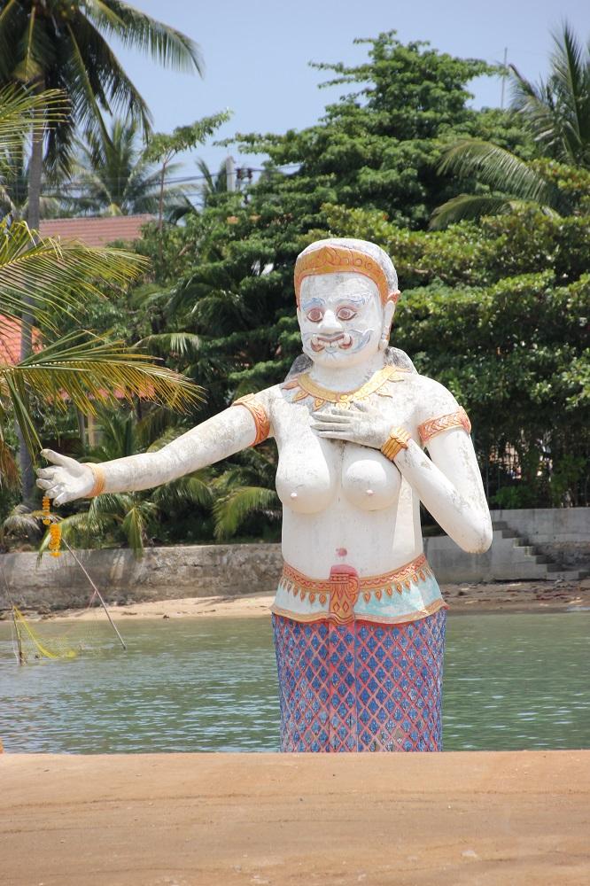 Phra Aphai Mani Statue Koh Samui am Parkplatz des Big Buddha