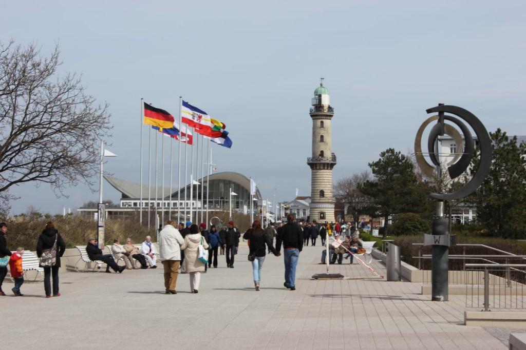 Promenade & Leuchtturm Warnemünde