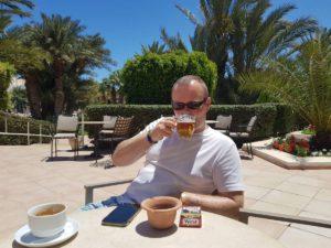 Relaxen auf Djerba mit Bier und Kaffee
