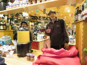 Freundliche Glühwein Verkäufer in Rostock