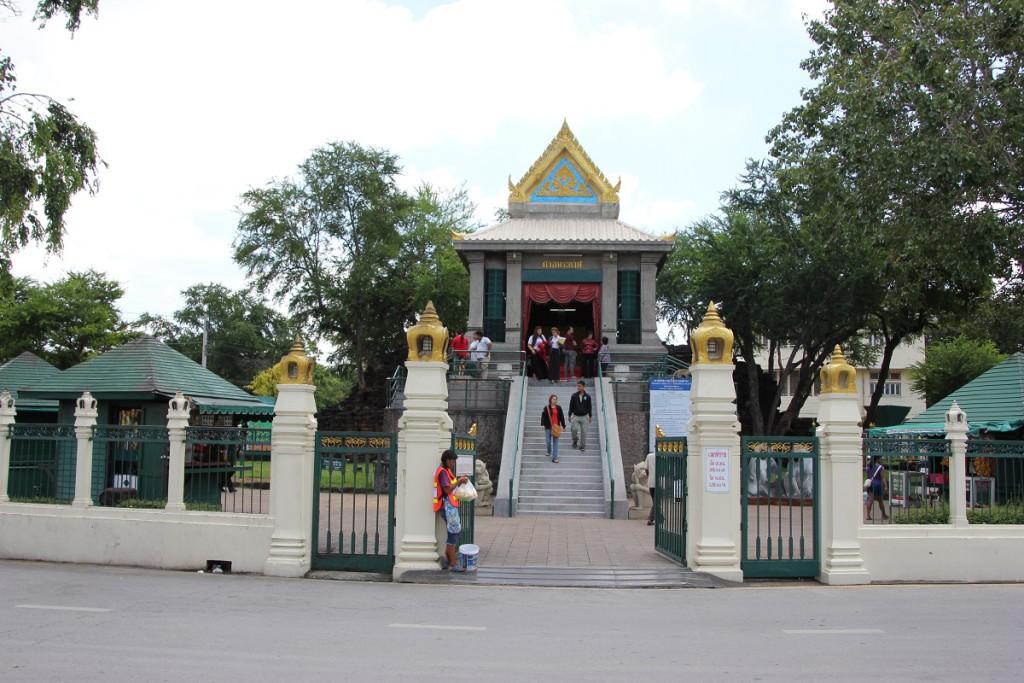 Eingang zum San Phra Kan Schrein in Lop Buri