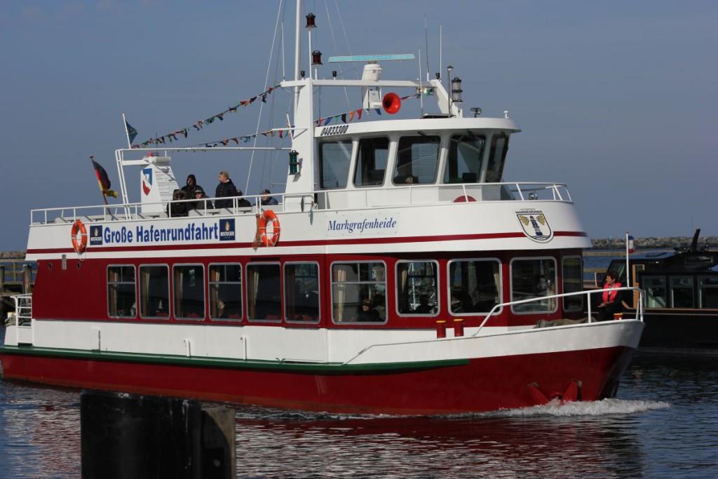 Schiff Markgrafenheide Hafenrundfahrt Warnemünde