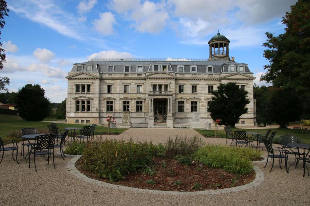Schloss mit Park Kaarz Vorderansicht Schlosshotel