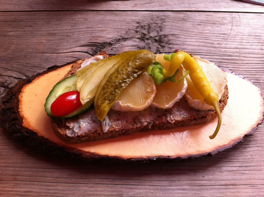 Schmalz-Käse-Stulle in puppe´s Brotzeitstube in Braunlage im Harz