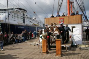 Sedov Segelschiff Oberdeck Steuerrad