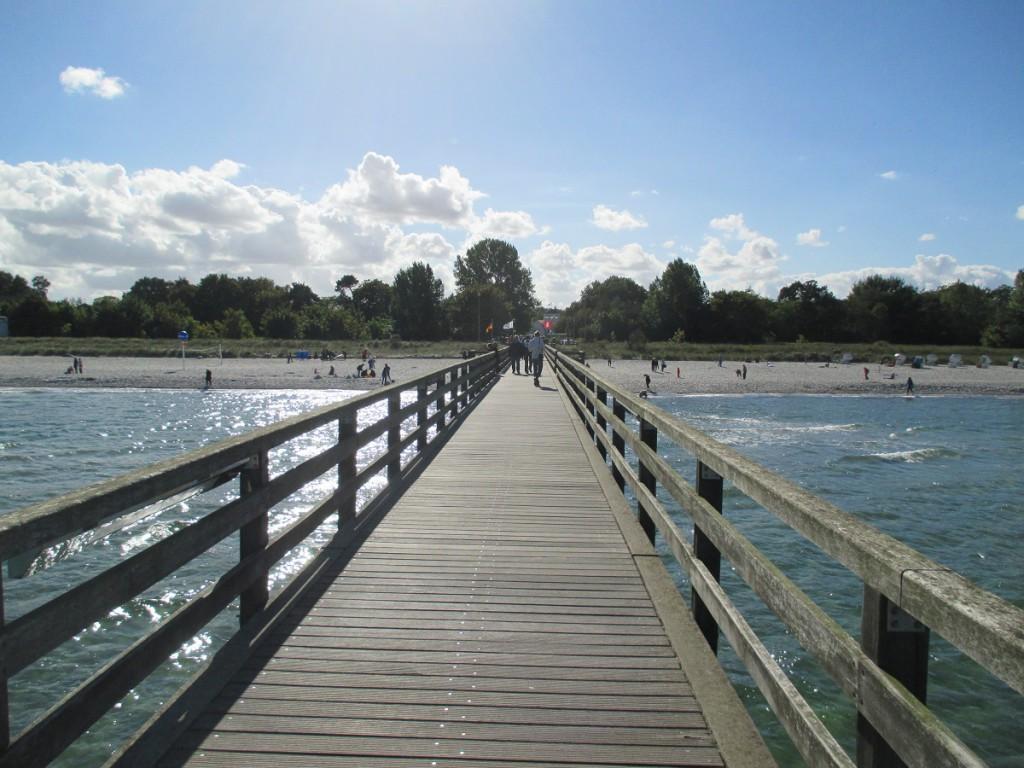 Seebrücke Ostseebad Boltenhagen mit Blick auf den Strand